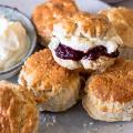 Creamy scones met Hero Minder Zoet Bosvruchten Jam