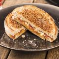 Zuurdesem tosti met Hero Abrikozen Jam en Bettine geitenkaas