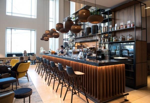 Hero photoshoot bij Pillars Restaurant & Bar in het Marriott Hotel