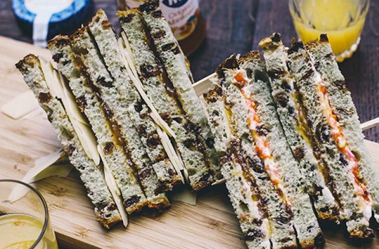 Zoete club sandwich met Hero Abrikozen Jam